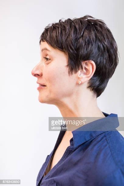 DEU Deutschland Germany Leipzig Porträt der Bundesvorsitzenden der AFD Alternative für Deutschland Frauke Petry in der Geschäftsstelle der AFD Sachsen