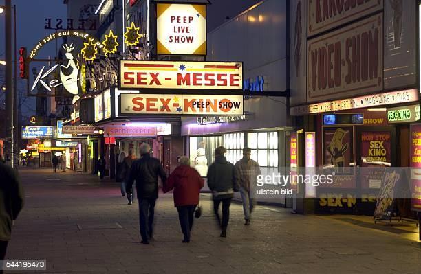 PeepShows und SexKinos auf der Reeperbahn im Stadtteil StPauli