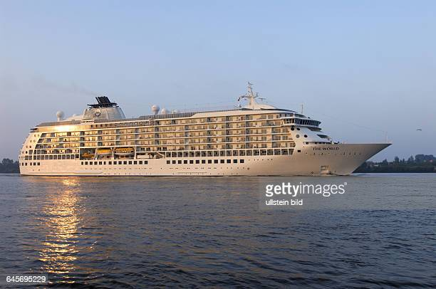 Deutschland Hamburg Teufelsbr¸ck Elbe Schiff Schiffe Kreuzfahrtschiff Kreuzfahrtschiff Passagierschiff Passagierschiffe The World Million‰rsschiff...