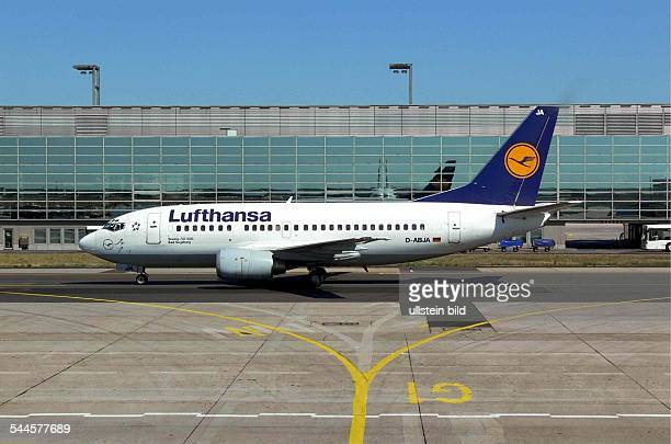 Deutschland Hessen Flughafen Frankfurt LufthansaMaschine vor dem Terminal 1 Bereich A