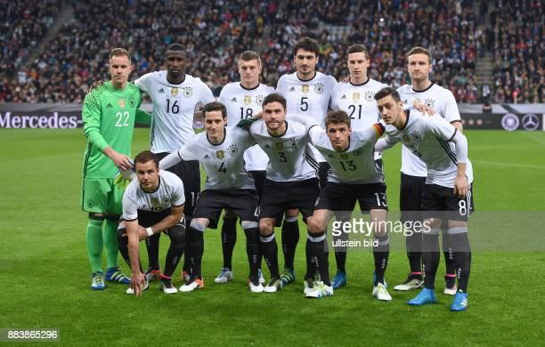 FUSSBALL Deutschland Italien Teamfoto Deutschland hintere Reihe von links Torwart Marc Andre ter Stegen Antonio Ruediger Toni Kroos Mats Hummels...