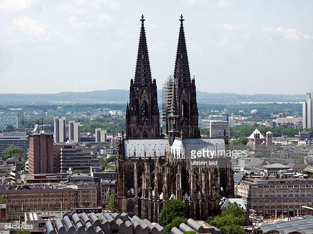 Deutschland Koeln Blick auf den Dom und die Innenstadt