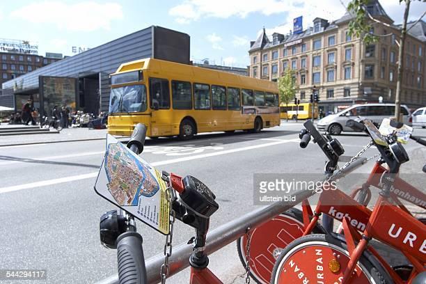 Deutschland Kopenhagen Stadtplan an einem staatlichen Leihfahrrad im Hintergrund ein Bus