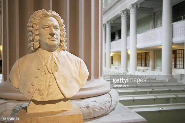 Deutschland Leipzig Bueste des Komponisten Johann Sebastian Bach im Innenraum der klassizistischen Nikolaikirche