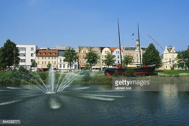 Deutschland Niedersachsen Cuxhaven Museumsschiff Hermine in der Cuxhavener Innenstadt