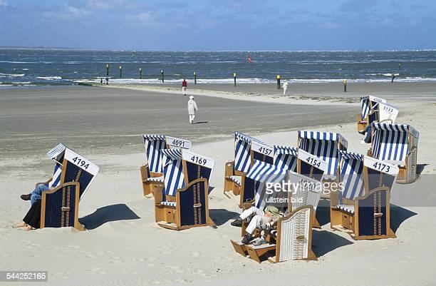 Deutschland Niedersachsen Insel Norderney Strandkörbe am Weststrand