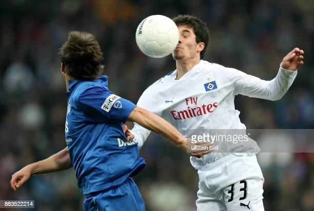Deutschland NordrheinWestfalen Bochum Bundesliga Saison 2006/2007 VfL Bochum Hamburger SV 21 Hamburgs Benny Feilhaber gegen Christoph Dabrowski