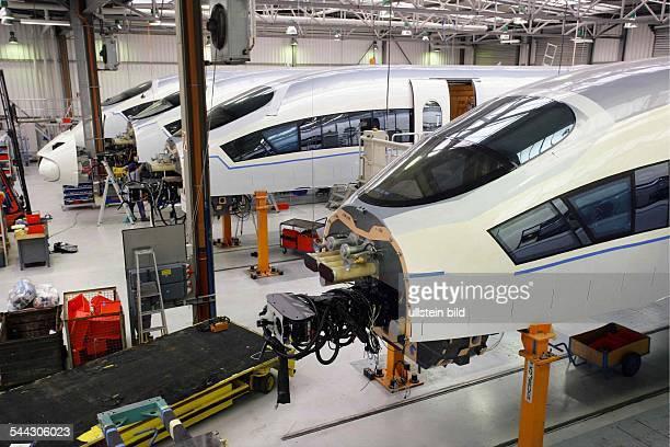 Deutschland NordrheinWestfalen Krefeld Im Auftrag der spanischen Eisenbahngesellschaft RENFE baut SIEMENS in seinem Krefelder Werk...