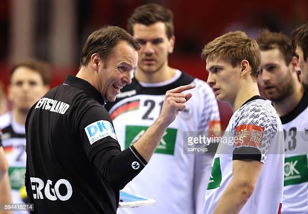 Deutschlands Handballer stehen im Finale Dagur SIGURDSSON Bundestrainer head coach mit Anweisungen an Rune DAHMKE Deutschland Men's European Handball...