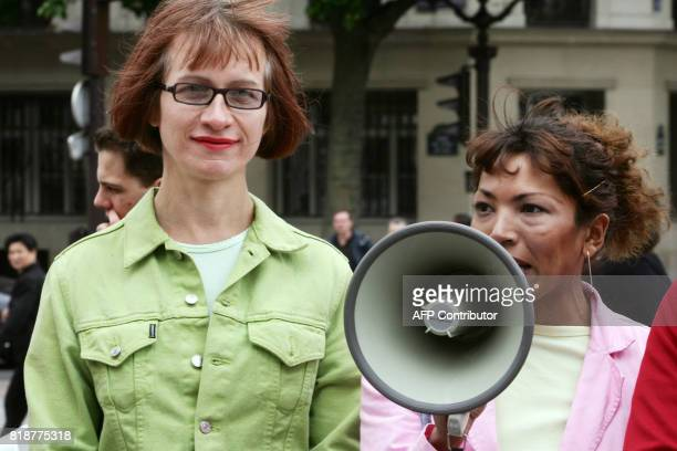 Deux transexuels Camille devenu femme après opération et Benito qui se fait appeler Monica et se revendique femme participent à une manifestation qui...