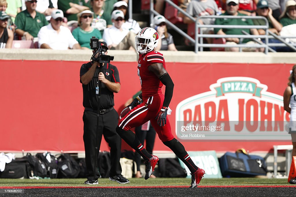 DeVante Parker #9 of the Louisville Cardinals runs into the end zone with a 27-yard touchdown reception in the second quarter of the game against the Ohio Bobcats at Papa John's Cardinal Stadium on September 1, 2013 in Louisville, Kentucky.