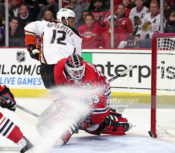 Devante SmithPelly of the Anaheim Ducks gets an unassisted shorthanded goal against Scott Darling of the Chicago Blackhawks in the third period at...