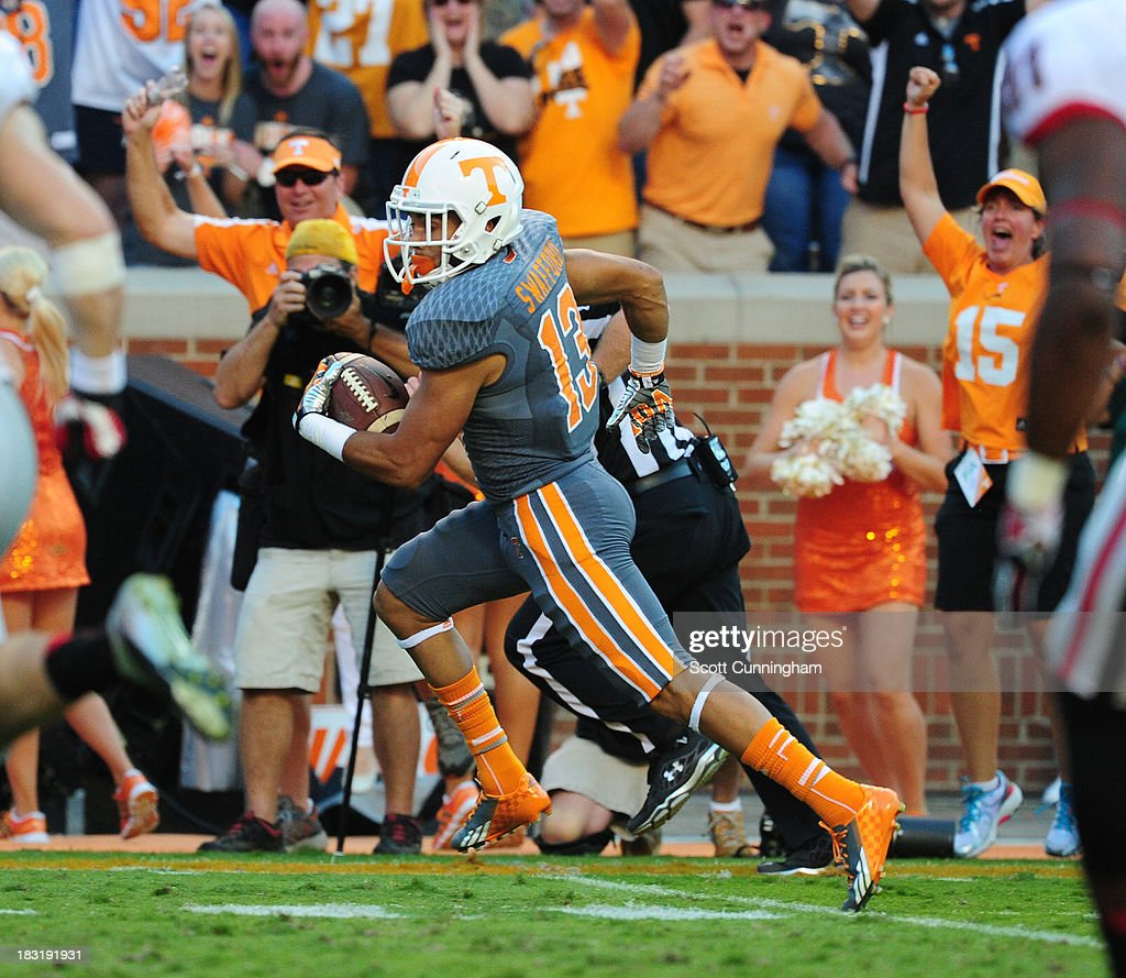 Devaun Swafford #13 of the Tennessee Volunteers returns a blocked punt for a touchdown against the Georgia Bulldogs at Neyland Stadium on October 5, 2013 in Knoxville, Tennessee.