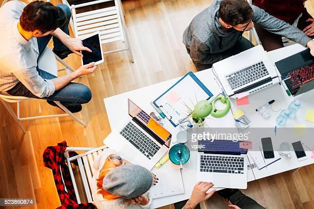 A equipa de desenvolvimento do seu escritório que colaboraram no inquérito.