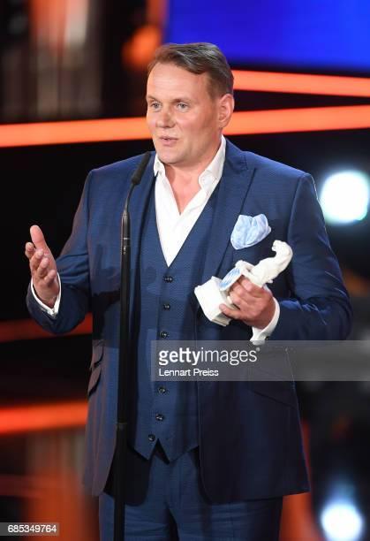 Devid Striesow winner of the category 'Best Male Actor' speaks during the Bayerischer Fernsehpreis 2017 show at Prinzregententheater on May 19 2017...