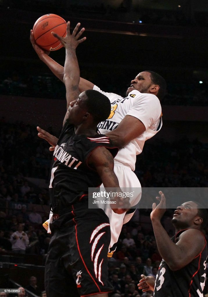 <a gi-track='captionPersonalityLinkClicked' href=/galleries/search?phrase=Devin+Ebanks&family=editorial&specificpeople=5293899 ng-click='$event.stopPropagation()'>Devin Ebanks</a> #3 of the West Virginia Mountaineers drives to the hoop against Cashmere Wright #1 of the Cincinnati Bearcats during the quarterfinal of the 2010 NCAA Big East Tournament at Madison Square Garden on March 11, 2010 in New York City.