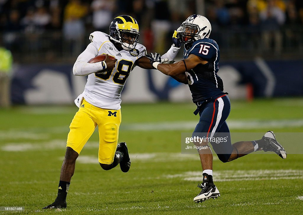 <a gi-track='captionPersonalityLinkClicked' href=/galleries/search?phrase=Devin+Gardner&family=editorial&specificpeople=6427914 ng-click='$event.stopPropagation()'>Devin Gardner</a> #98 of the Michigan Wolverines runs by Ty-Meer Brown #15 of the Connecticut Huskies in the second half at Rentschler Field on September 21, 2013 in East Hartford, Connecticut.