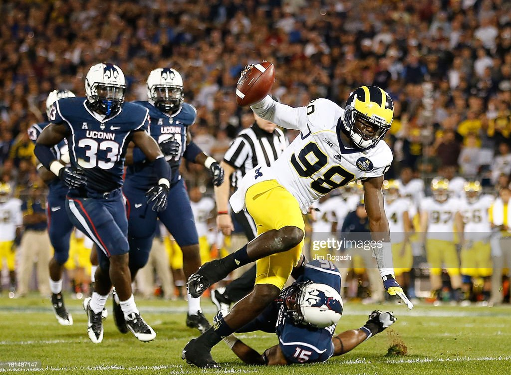 <a gi-track='captionPersonalityLinkClicked' href=/galleries/search?phrase=Devin+Gardner&family=editorial&specificpeople=6427914 ng-click='$event.stopPropagation()'>Devin Gardner</a> #98 of the Michigan Wolverines runs the ball in for a touchdown during a game with the Connecticut Huskies at Rentschler Field on September 21, 2013 in East Hartford, Connecticut.