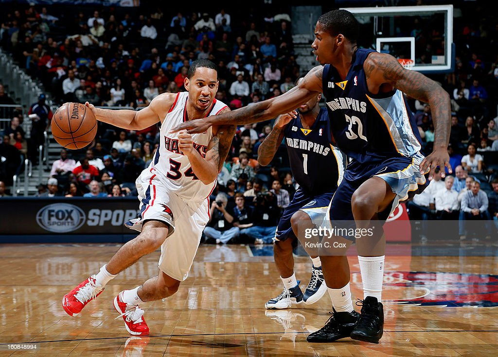 Devin Harris #34 of the Atlanta Hawks drives against Ed Davis #32 of the Memphis Grizzlies at Philips Arena on February 6, 2013 in Atlanta, Georgia.