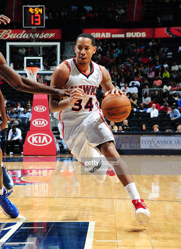 Devin Harris #34 of the Atlanta Hawks drives to the basket against the Dallas Mavericks at Philips Arena on October 20, 2012 in Atlanta, Georgia.
