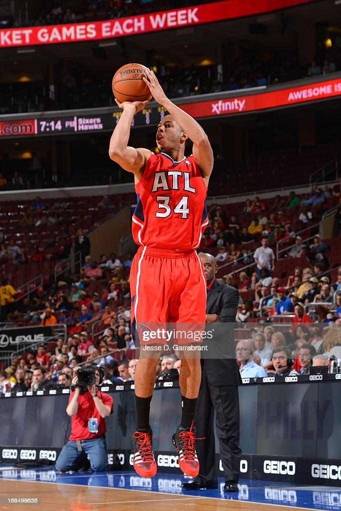<a gi-track='captionPersonalityLinkClicked' href=/galleries/search?phrase=Devin+Harris&family=editorial&specificpeople=202195 ng-click='$event.stopPropagation()'>Devin Harris</a> #34 of the Atlanta Hawks shoots the ball against the Philadelphia 76ers at the Wells Fargo Center on April 10, 2013 in Philadelphia, Pennsylvania.