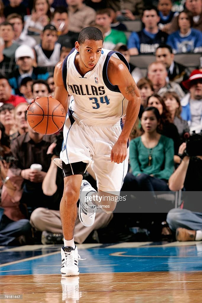 Devin Harris #34 of the Dallas Mavericks brings the ball upcourt during the game against the Los Angeles Clippers on December 21, 2007 at American Airlines Center in Dallas, Texas. The Mavericks won 102-89.