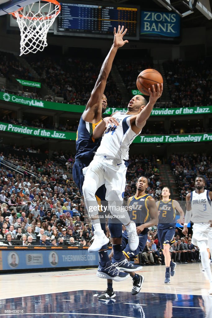 Devin Harris #34 of the Dallas Mavericks drives to the basket against the Utah Jazz on October 30, 2017 at Vivint Smart Home Arena in Salt Lake City, Utah.