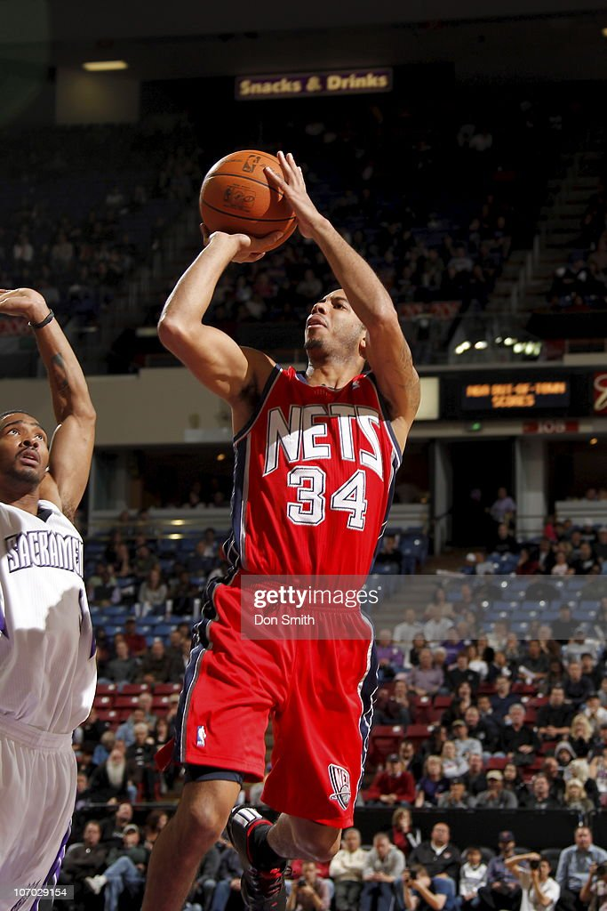 <a gi-track='captionPersonalityLinkClicked' href=/galleries/search?phrase=Devin+Harris&family=editorial&specificpeople=202195 ng-click='$event.stopPropagation()'>Devin Harris</a> #34 of the New Jersey Nets shoots the ball in front of <a gi-track='captionPersonalityLinkClicked' href=/galleries/search?phrase=Luther+Head&family=editorial&specificpeople=196527 ng-click='$event.stopPropagation()'>Luther Head</a> #9 of the Sacramento Kings on November 19, 2010 at ARCO Arena in Sacramento, California.