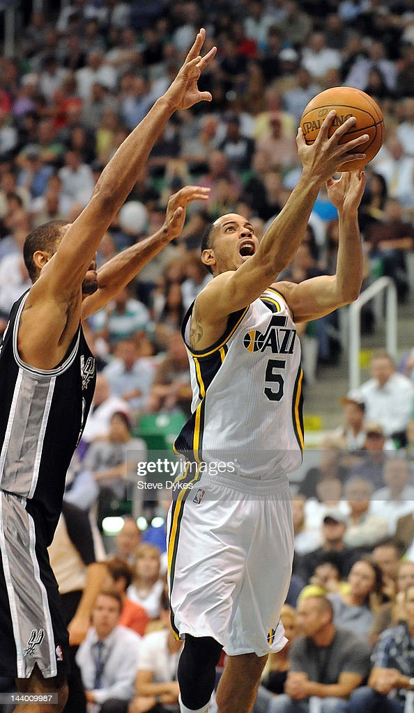 <a gi-track='captionPersonalityLinkClicked' href=/galleries/search?phrase=Devin+Harris&family=editorial&specificpeople=202195 ng-click='$event.stopPropagation()'>Devin Harris</a> #5 of the Utah Jazz drives to the basket on <a gi-track='captionPersonalityLinkClicked' href=/galleries/search?phrase=Tim+Duncan&family=editorial&specificpeople=201467 ng-click='$event.stopPropagation()'>Tim Duncan</a> #21 of the San Antonio Spurs during the fourth quarter of Game Four of the Western Conference Quarterfinals in the 2012 NBA Playoffs at EnergySolutions Arena on May 07, 2012 in Salt Lake City, Utah. The Spurs won the game 87-81 and swept the Jazz four games to zero.