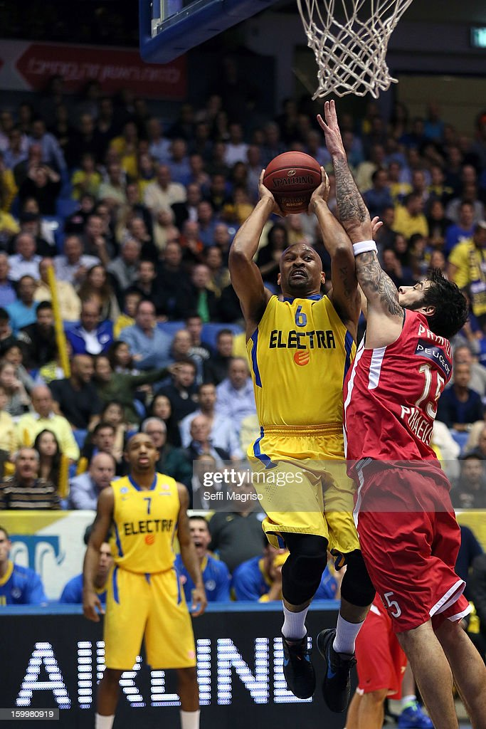 Devin Smith, #6 of Maccabi Electra Tel Aviv competes with Georgios Printezis, #15 of Olympiacos Piraeus in action during the 2012-2013 Turkish Airlines Euroleague Top 16 Date 5 between Maccabi Electra Tel Aviv v Olympiacos Piraeus at Nokia Arena on January 24, 2013 in Tel Aviv, Israel.