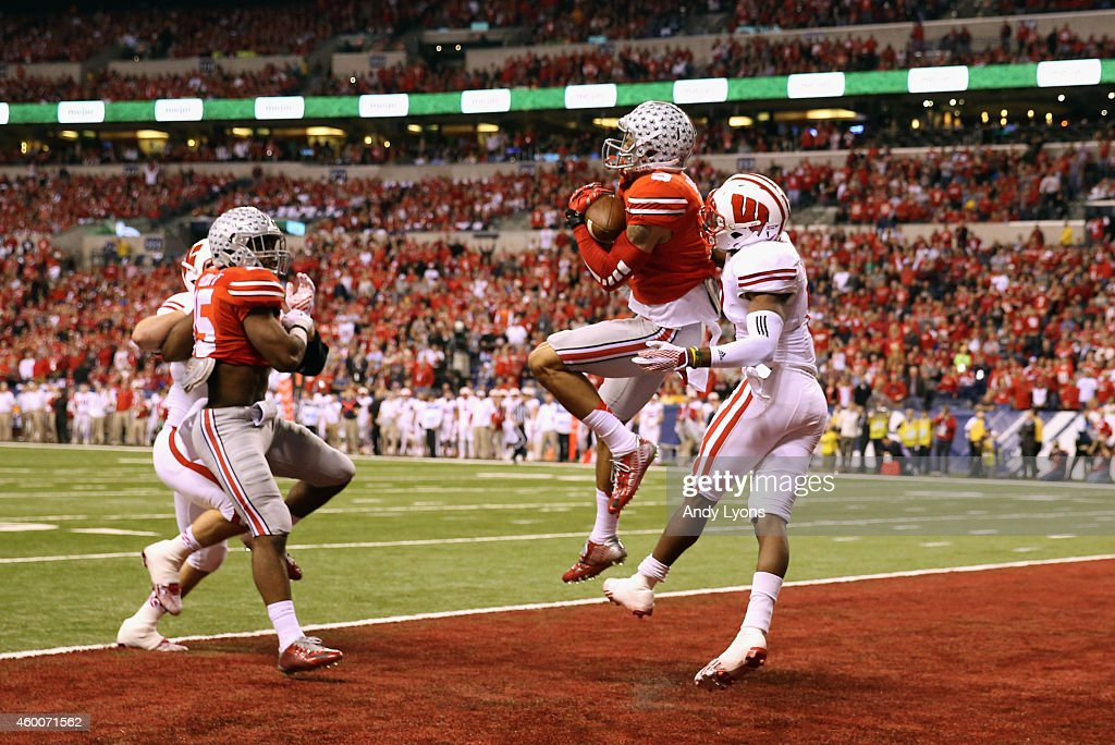 Devin Smith of the Ohio State Buckeyes catches the ball over Sojourn Shelton of the Wisconsin Badgers to score a touchdown in the first quarter of...