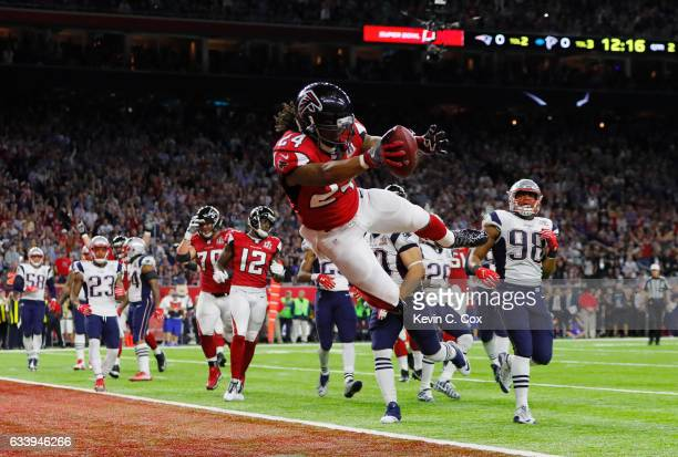 Devonta Freeman of the Atlanta Falcons runs for a 5yard touchdown in the second quarter against the New England Patriots during Super Bowl 51 at NRG...