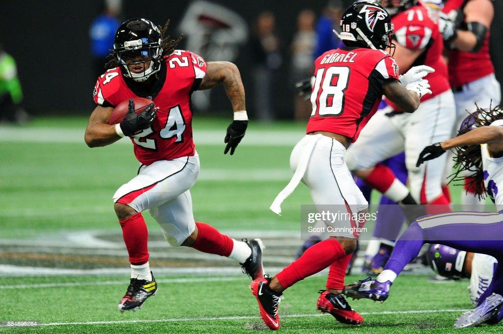 Minnesota Vikings v Atlanta Falcons : Fotografia de notícias