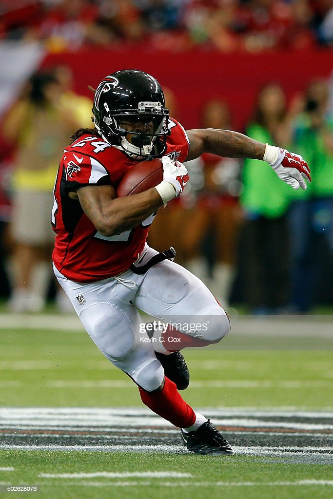 Devonta Freeman #24 of the Atlanta Falcons runs the ball during the second half against the Carolina Panthers at the Georgia Dome on December 27, 2015 in Atlanta, Georgia.