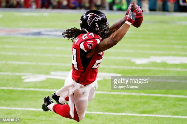 Devonta Freeman of the Atlanta Falcons scores a touchdown on a 5 yard run agaisnt the New England Patriots in the second quarter during Super Bowl 51...