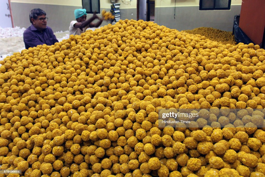 Devotees Made 5 Lakh Ladoos On The Occasion Of 31th Anniversary Of Sai Baba Temple