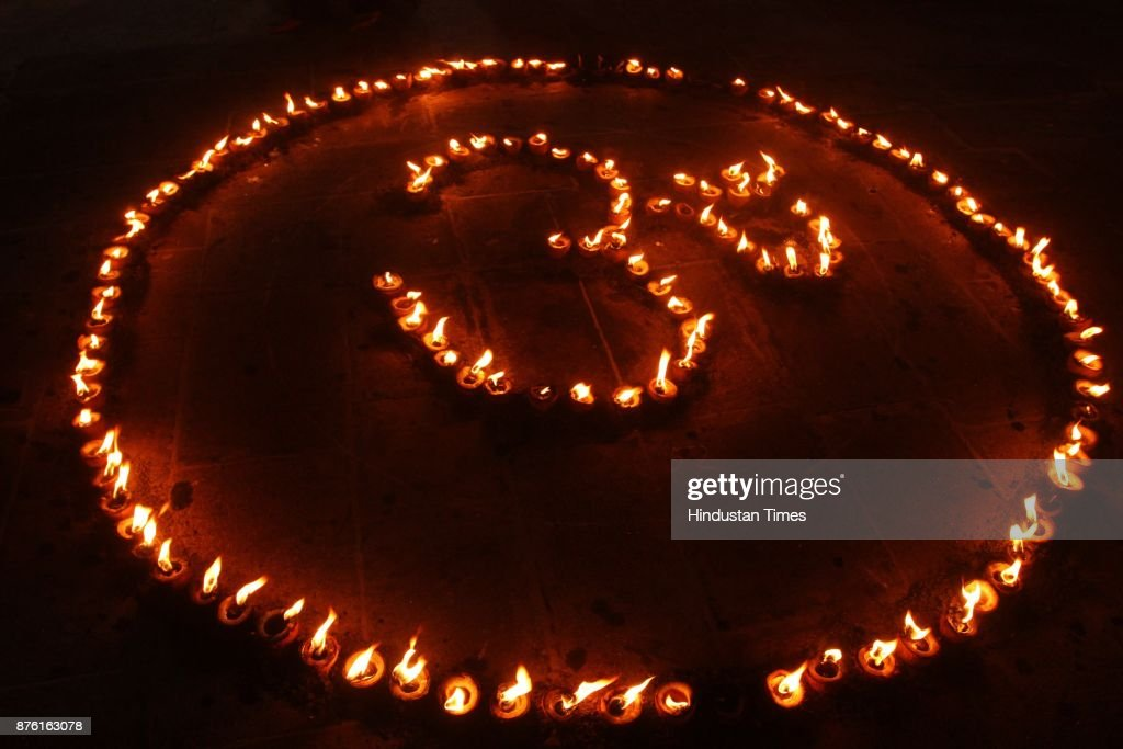 Devotees Of Kerala Community Lightning 3500 Diyas At Ayyappa Temple