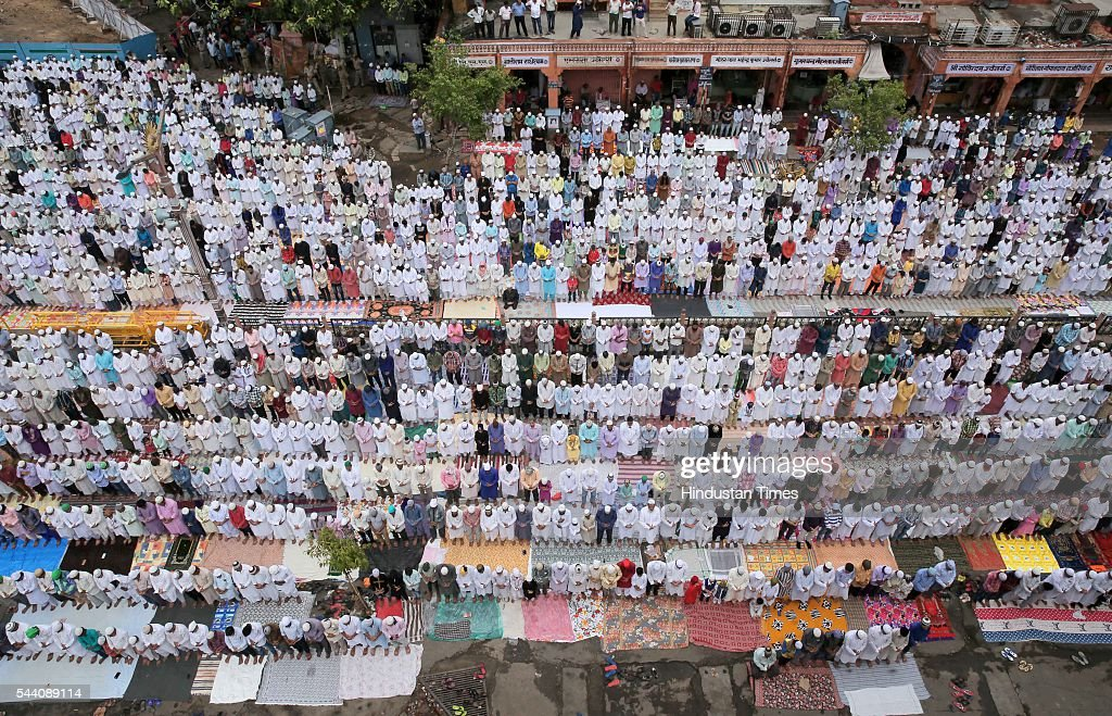 Devotees offer prayers of the last friday in the holy month of Ramzan on July 1, 2016 in Jaipur, India. Eid-Ul-Fitr will be observed in India on July 6 or 7, depending on the sighting of the moon. The submissions should be done till July 3, 11 am.