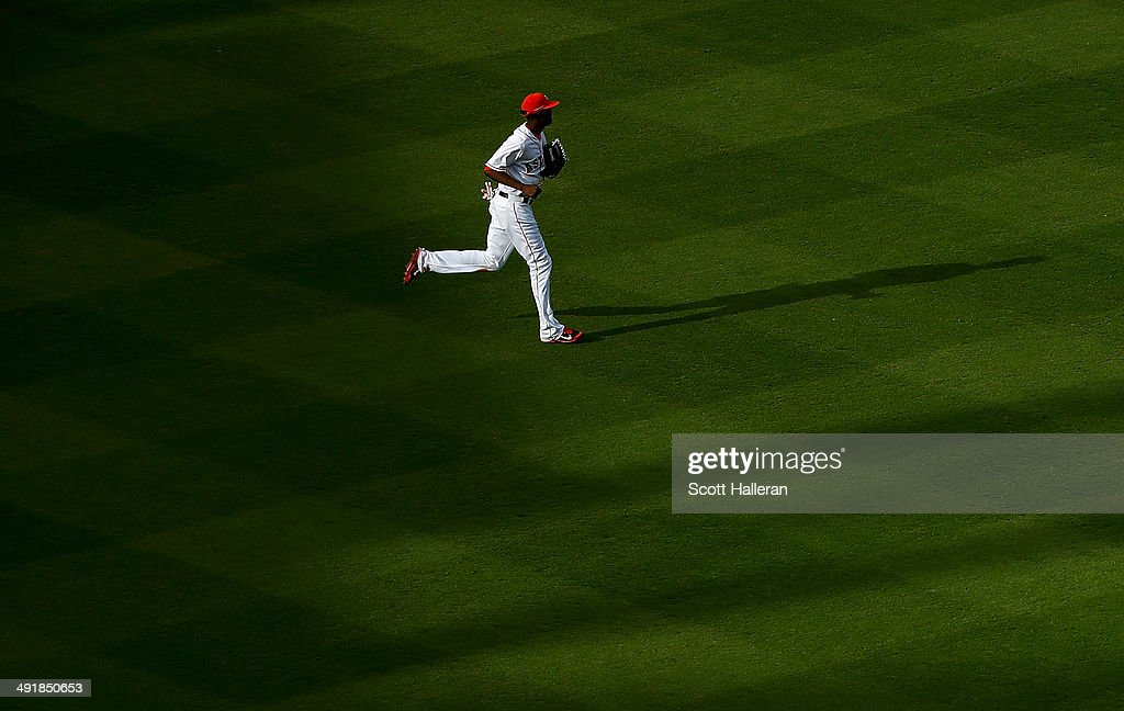<a gi-track='captionPersonalityLinkClicked' href=/galleries/search?phrase=Dexter+Fowler&family=editorial&specificpeople=4949024 ng-click='$event.stopPropagation()'>Dexter Fowler</a> #21 of the Houston Astros runs to the dugout in the seventh inning of their game against the Chicago White Sox at Minute Maid Park on May 17, 2014 in Houston, Texas.