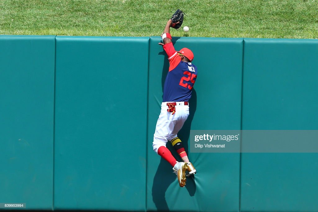 Dexter Fowler #25 of the St. Louis Cardinals fails to catch a home run against the Tampa Bay Rays in the seventh inning at Busch Stadium on August 27, 2017 in St. Louis, Missouri.