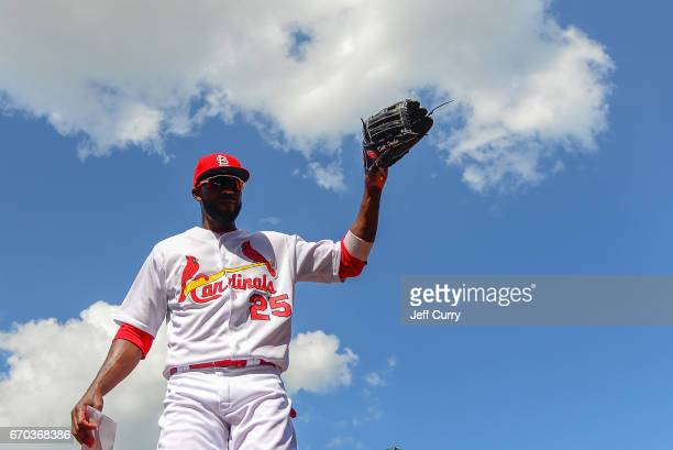 Dexter Fowler of the St Louis Cardinals waves to fans after the Cardinals defeated the Pittsburgh Pirates at Busch Stadium on April 19 2017 in St...