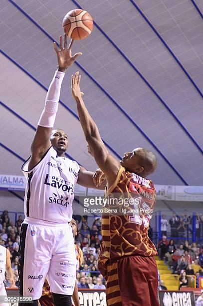 Dexter Pittman of Obiettivo Lavoro competes with Josh Owens of Umana during the LegaBasket match between Reyer Umana Venezia and Virtus Obiettivo...