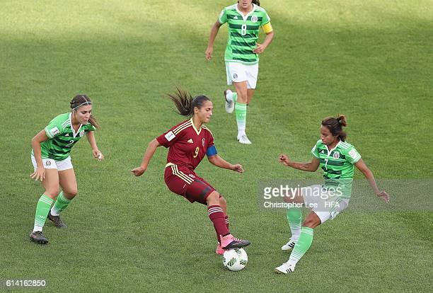 Deyna Castellanos of Venezuela battles with Dayana Cazares and Ashley Soto of Mexico during the FIFA U17 Women's World Cup Jordan 2016 Quarter Final...