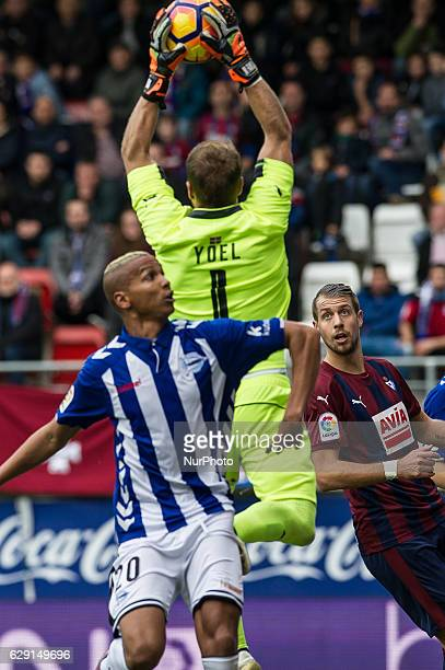 Deyverson of Alaves duels for the ball with Yoel Rodriguez of Eibar during the Spanish league football match between Eibar and Alaves at the Ipurua...