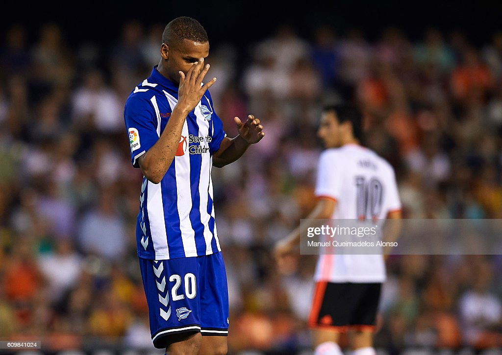 Deyverson of Deportivo Alaves reacts during the La Liga match between Valencia CF and Deportivo Alaves at Mestalla Stadium on September 22, 2016 in Madrid, Spain.