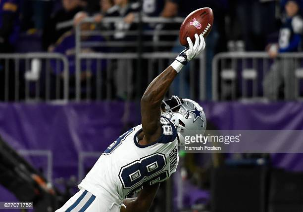 Dez Bryant of the Dallas Cowboys catches the ball with one hand during pregame warmups before facing the Minnesota Vikings on December 1 2016 at US...