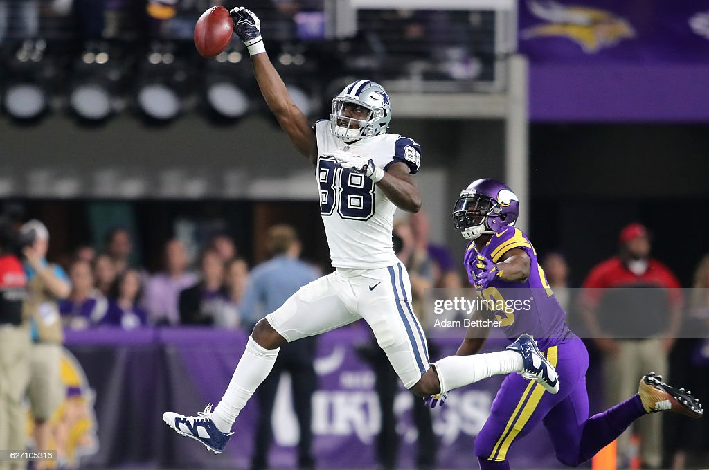 Dez Bryant #88 of the Dallas Cowboys misses a one handed catch in the fourth quarter of the game agains the Minnesota Vikings on December 1, 2016 at US Bank Stadium in Minneapolis, Minnesota.