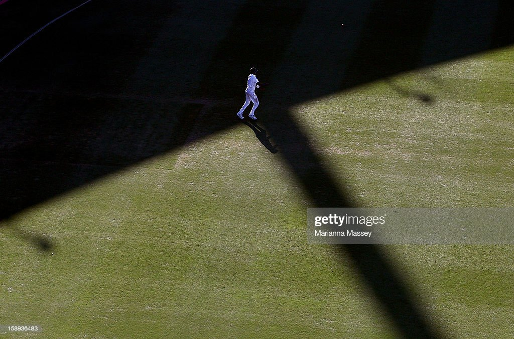 Dhammika Prasad of Sri Lanka fields a ball during day two of the Third Test match between Australia and Sri Lanka at Sydney Cricket Ground on January 4, 2013 in Sydney, Australia.