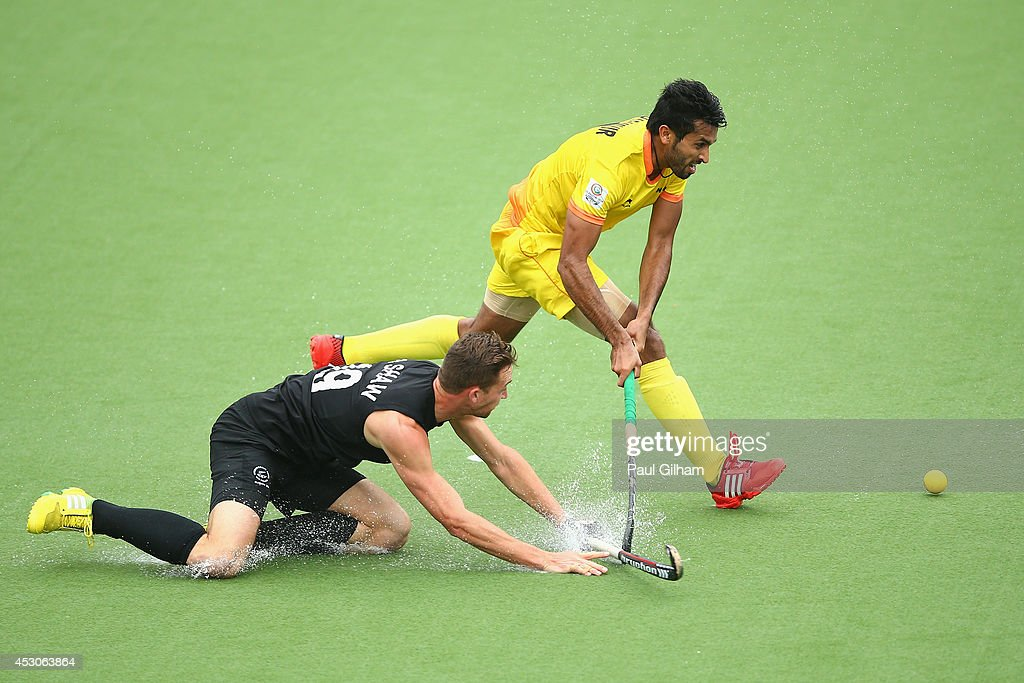 <a gi-track='captionPersonalityLinkClicked' href=/galleries/search?phrase=Dharamvir+Singh+-+Field+Hockey+Player&family=editorial&specificpeople=16041870 ng-click='$event.stopPropagation()'>Dharamvir Singh</a> of India battles for the ball with Alex Shaw of New Zealand during the Men's Semi-Final match between New Zealand and India at Glasgow National Hockey Centre during day ten of the Glasgow 2014 Commonwealth Games on August 2, 2014 in Glasgow, United Kingdom.