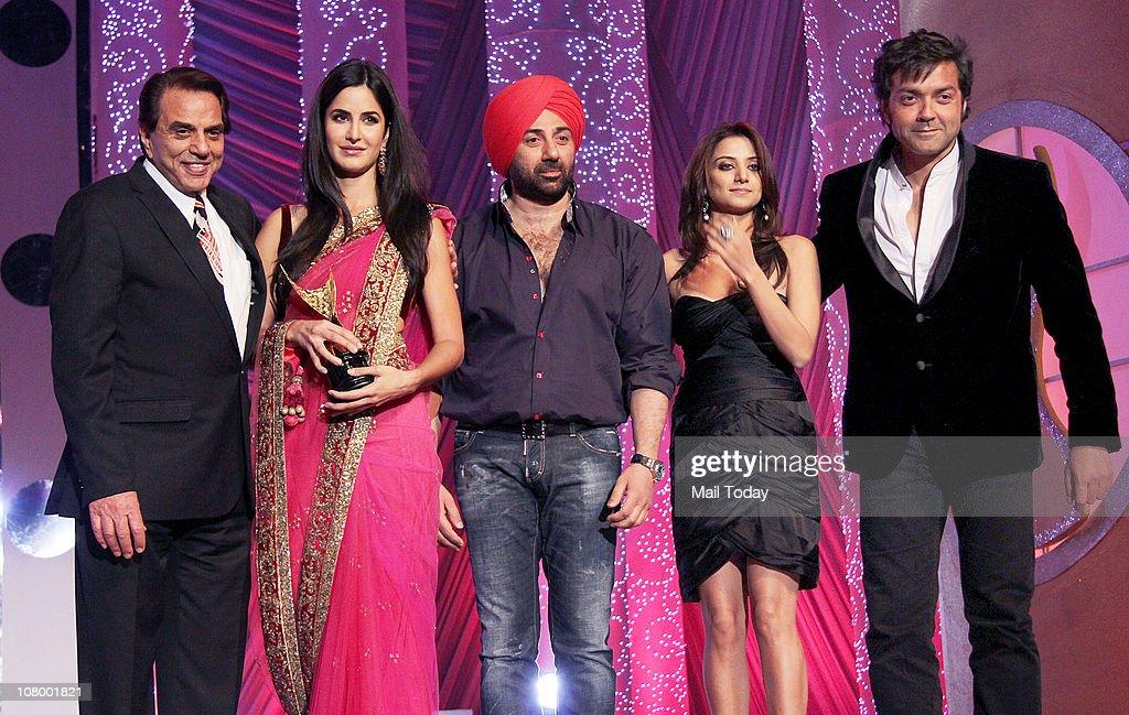 Dharmendra Katrina Kaif Sunny DeolKulraj Randhawa and Bobby Deol at the Chevrolet Apsara Awards in Mumbai